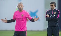Luis Enrique, junto a Mascherano, en el entrenamiento del Bar�a.