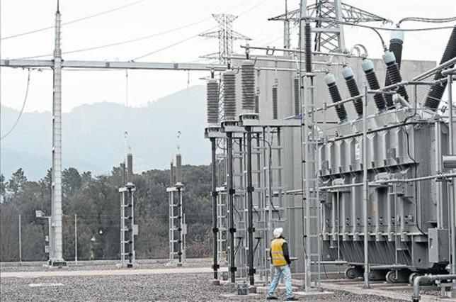 Inversiones 8Línea eléctrica que arranca en la subestación de Bescanó.