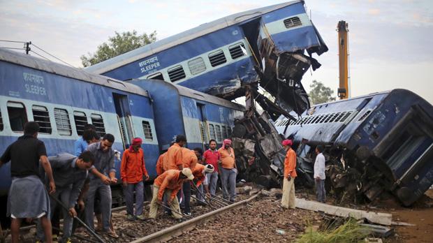 Las autoridades indias elevan a 123 los heridos en el accidente de tren