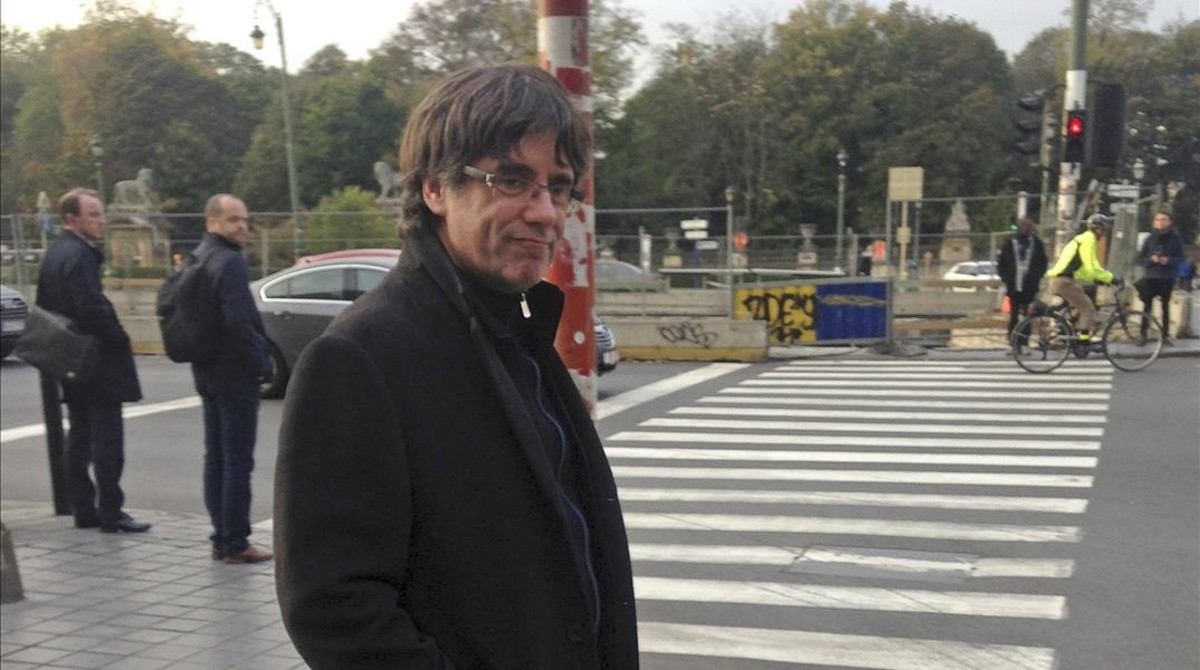 jjubierre40770548 ousted catalan leader carles puigdemont walks along a street171101104936