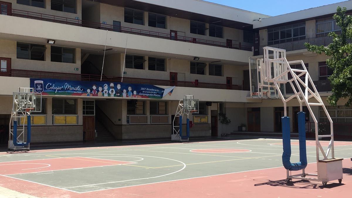 Patio interno del instituto Alonso Ercilla, en Santiago de Chile.37