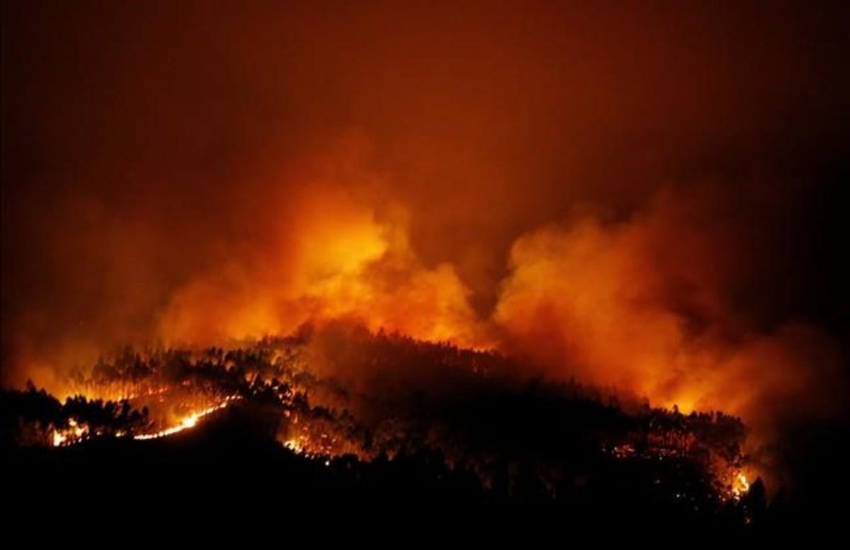 abertran38937964 a forest fire is seen near tojeira pedrogao grande in cen170618115807