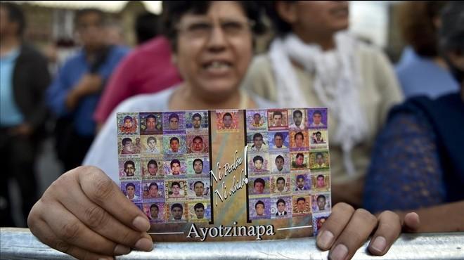 Concentraci�n en M�xico, el pasado septiembre, en apoyo de los familiares de los 43 estudiantes de Ayotzinapa desaparecidos.