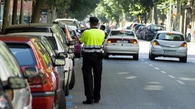 Colau intenta de nuevo que los coches contaminantes paguen más por aparcar