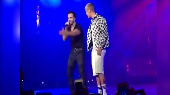 La locura se desató cuando Luis Fonsi apareció por sorpresa sobre el escenario juntoa Justin Bieber.