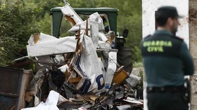 Restos de una avioneta que se precipit� sobre el suelo en el municip�o navarro de Arbizu tras colisionar con un buitre, el pasado mayo. Fallecieron sus dos ocupantes.