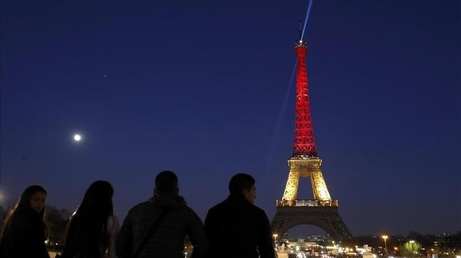 França es blinda arran dels atemptats de Brussel·les
