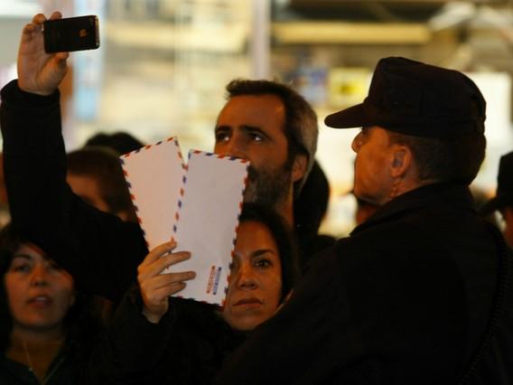Un millar de personas protestan en Madrid por el 'caso B�rcenas'