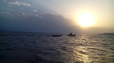 Una refugiada española de 23 años llega a Lesbos en una patera