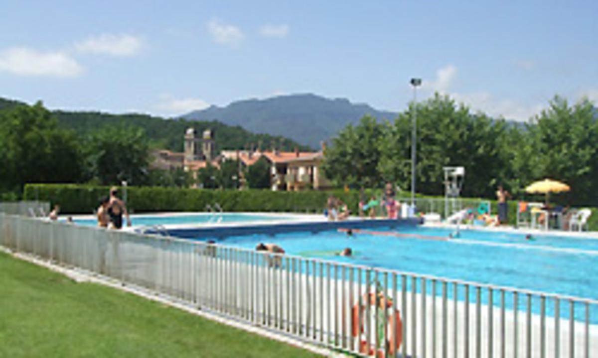 Muere la ni a de 10 a os rescatada en la piscina de les preses for Piscina municipal girona