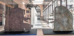 Dos esculturas inéditas de Kiki Smith: 'Receiving' y'Sending'.