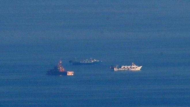 Salvamento Marítimo busca a los desaparecidos tras el naufragio de un barco de pescadores en Barcelona.