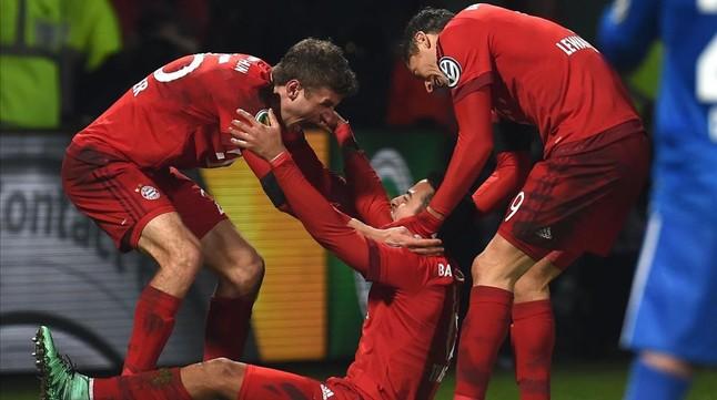 Thiago y Lewandowski llevan al Bayern a semifinales
