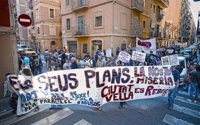 Cinco barrios salen a la calle contra planes municipales