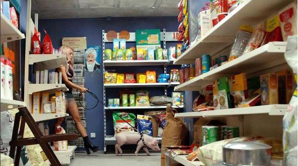 Shakira decide llamar 'Pig Floyd' al cerdito que le acompaña en 'Chantaje'