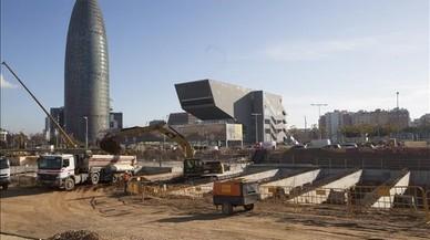 Barcelona da forma al entorno de Glòries con división sobre el tranvía