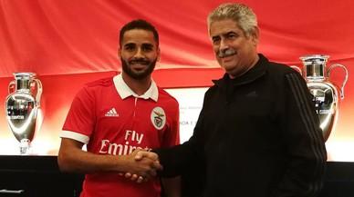 Douglas se'n va cedit al Benfica