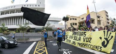 Manifestaci�n contra las prospecciones petroleras, el pasado junio en Las Palmas.