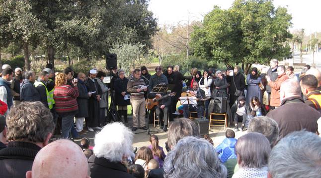 La plegaria interreligiosa que tuvo lugar este domingo en el Racó de la Pau del Nou Parc Central de Mataró.