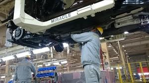 Un trabajador en la fábrica de Renault en la ciudad china de Wuhan.