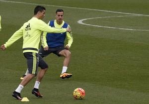 Cristiano Ronaldo y Lucas Vázquez, durante el entrenamiento de este sábado en la ciudad deportiva de Valdebebas