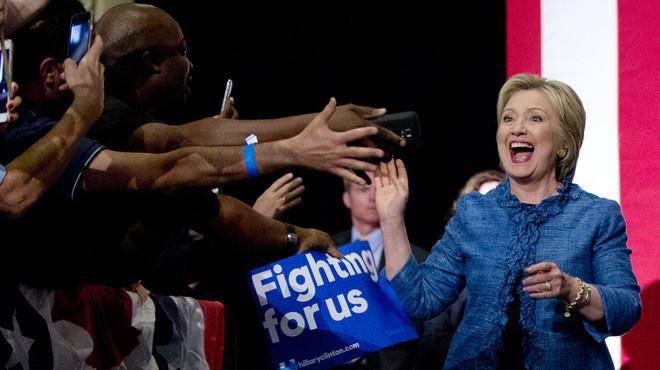 Clinton acaricia la nominació demòcrata