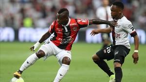 zentauroepp39741451 nice s ivorian midfielder jean michael seri l vies with gu170821111611