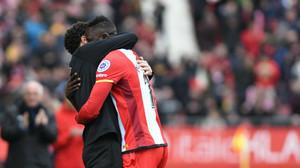 Los jugadores del Girona, abrazados tras la goleada al Las Palmas.