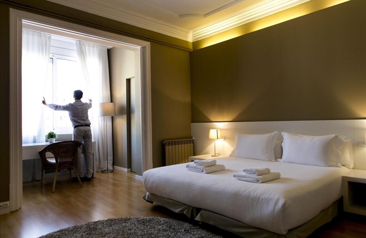 Catalunya permitir el alquiler de habitaciones a turistas for Habitaciones individuales en alquiler