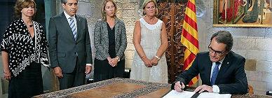 Artur Mas, durante el acto de firma del decreto de disolución del Parlamento de Catalunya y de convocatoria de elecciones para el próximo 27 de septiembre.