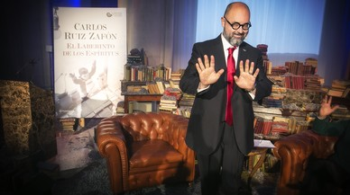 """Carlos Ruiz Zafón: """"Nunca va a haber película del Cementerio de los Libros Olvidados"""""""