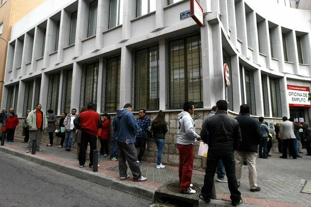 El paro aumenta en personas y llega a 5 6 millones for Oficina de paro madrid