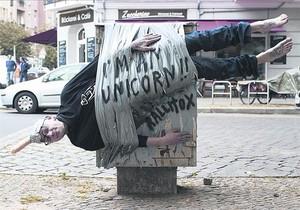 RallitoX, en plena 'actuación' en una calle de Berlín.