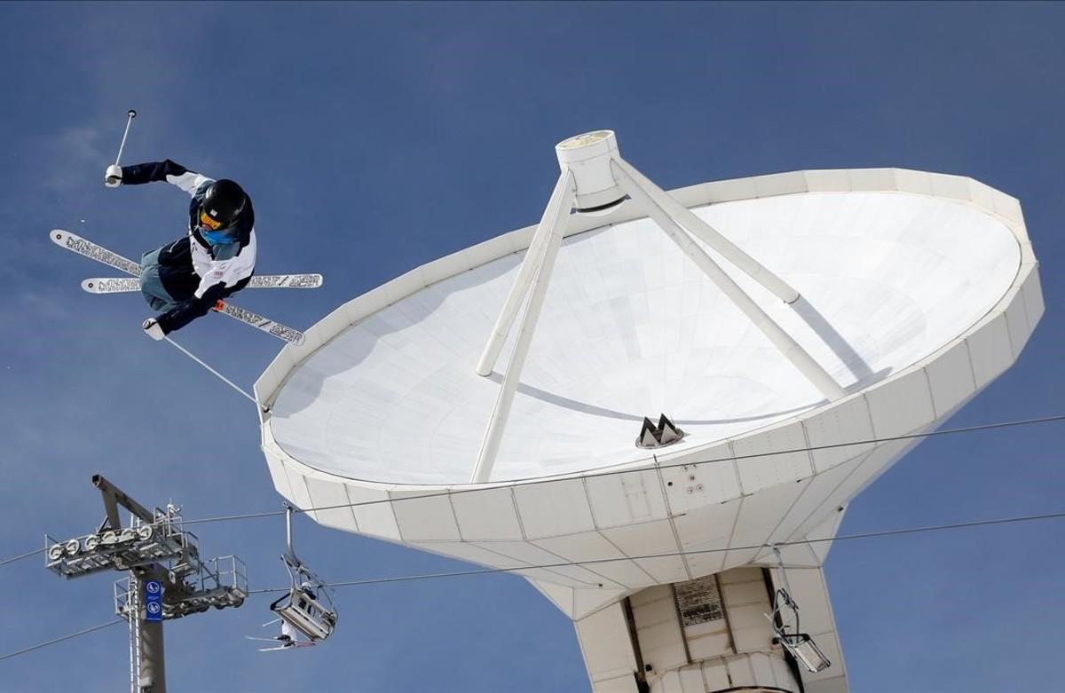 Entrenamientos en el Campeonato Mundial de Snowboard y Esquí Freestyle en la estación de Sierra Nevada.