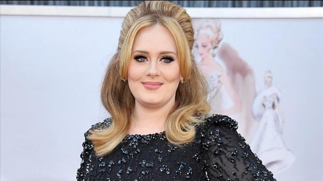 Adele agafa forces abans dels seus concerts a BCN menjant croquetes