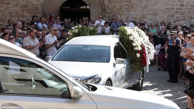 Funeral en Rubí del menor de tres años y su tío abuelo de 65 años.