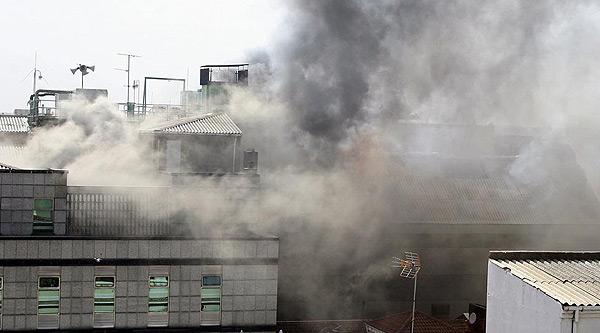Els bombers aconsegueixen controlar l'incendi de l'Ajuntament de Lleó