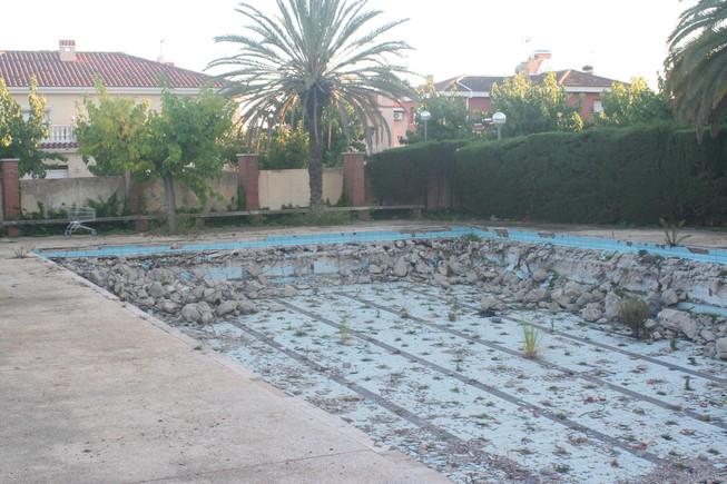 La indignante dejadez de las piscinas del Estadio Municipal de Vilaseca