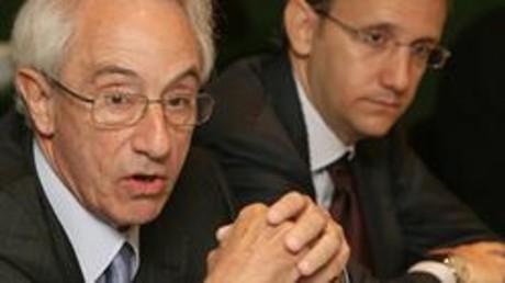 Jordi Mercader, presidente de Miquel y Costas, y su hijo.