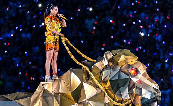 L'actuació de Katy Perry va avivar el foc en el descans de la Super Bowl