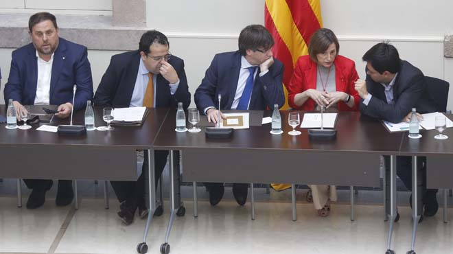 """Els comuns alerten contra la """"via ràpida"""" cap al referèndum"""