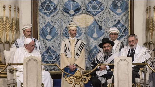 El Papa clama contra la violència en nom de Déu a la Sinagoga de Roma