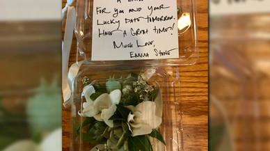 Emma Stone envía un regalo al joven que recreó 'La la land' para pedirle una cita