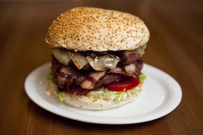 3 restaurantes y 1 receta para el Día Internacional de la Hamburguesa