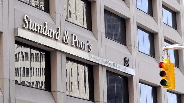 """S&P rebaja la calificación de Catalunya a 'bono basura negativo' por la """"tensión política"""""""