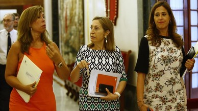 Ana Pastor rectifica i convoca un ple perquè Guindos doni la cara