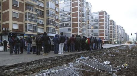 Vecinos del Gamonal, en Burgos, paralizan las obras del bulevar.