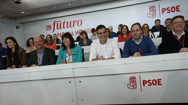 Sánchez, junto a varios miembros de la dirección del PSOE, durante el comité federal del pasado 30 de enero.