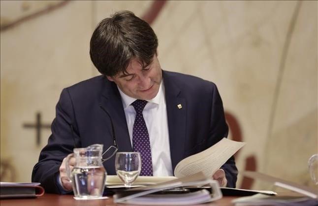 El President de la Generalitat, Carles Puigdemont durante la reunión de la ejecutiva del Govern