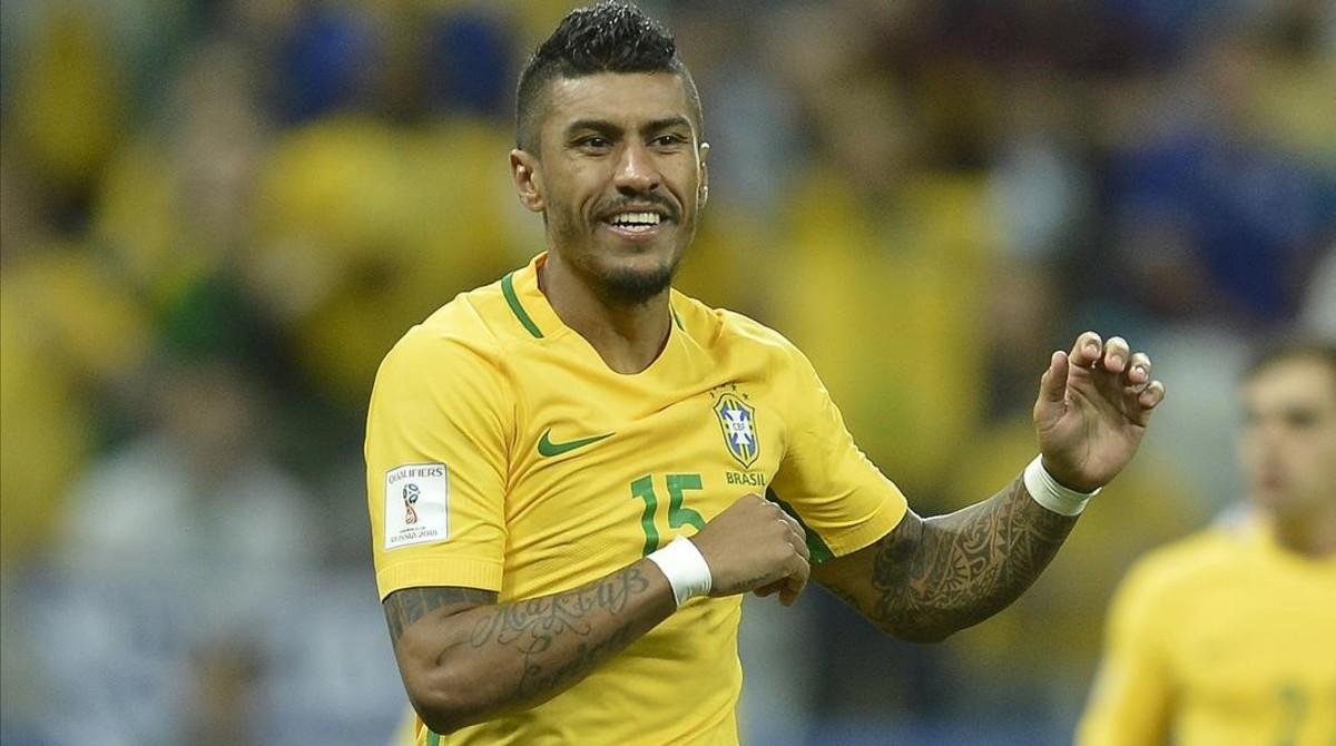 Paulinho, en un partido con la selección brasileña.